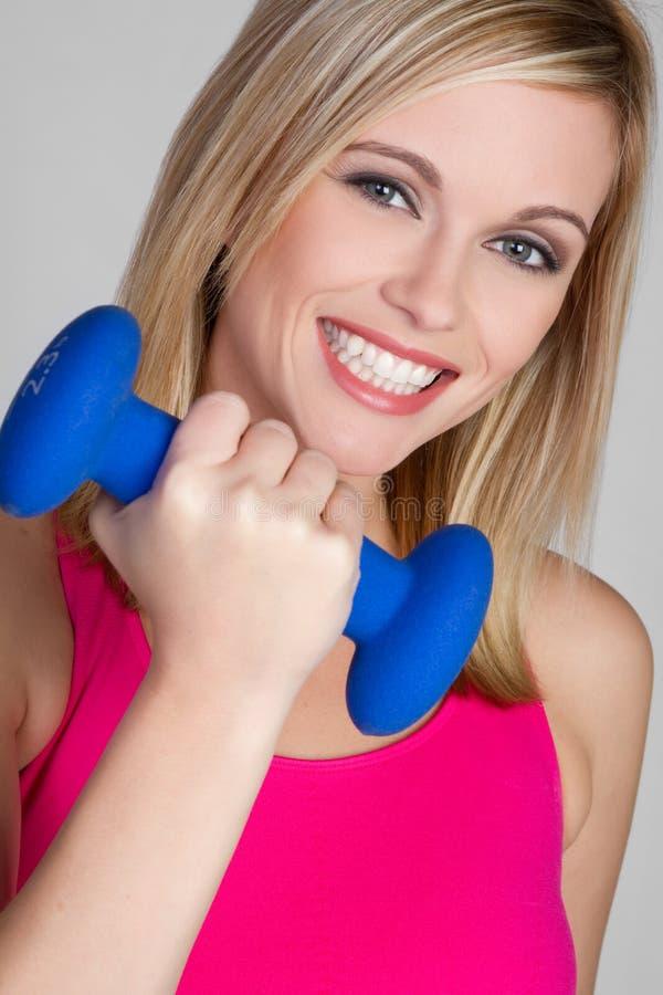 Lächelnde Trainings-Frau lizenzfreies stockfoto