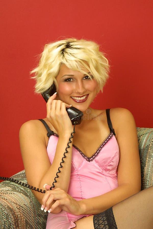 Lächelnder Aufruf Für Jemand Speziell Lizenzfreie Stockfotos