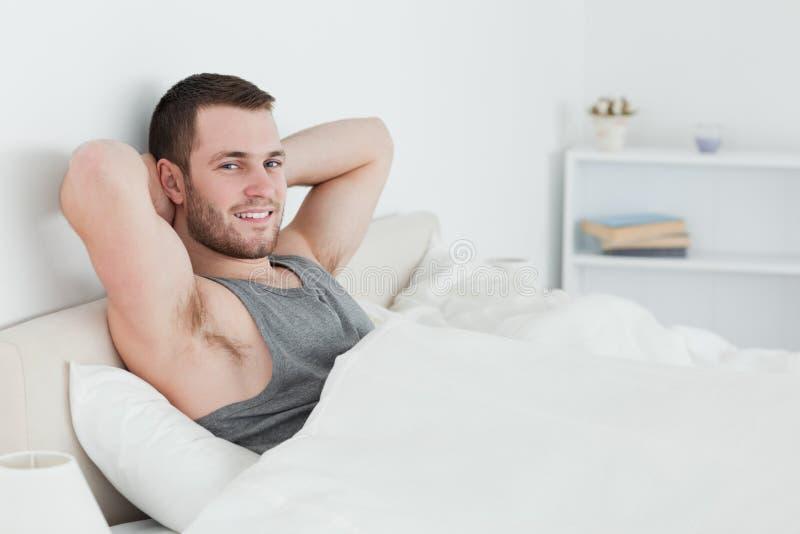 Junge Paare, Die Zu Hause Massage Machen Stockfoto - Bild