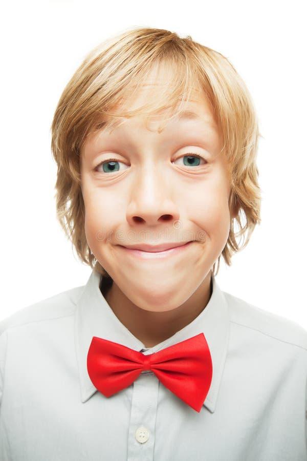 Lächelnder blonder Junge stockfotografie