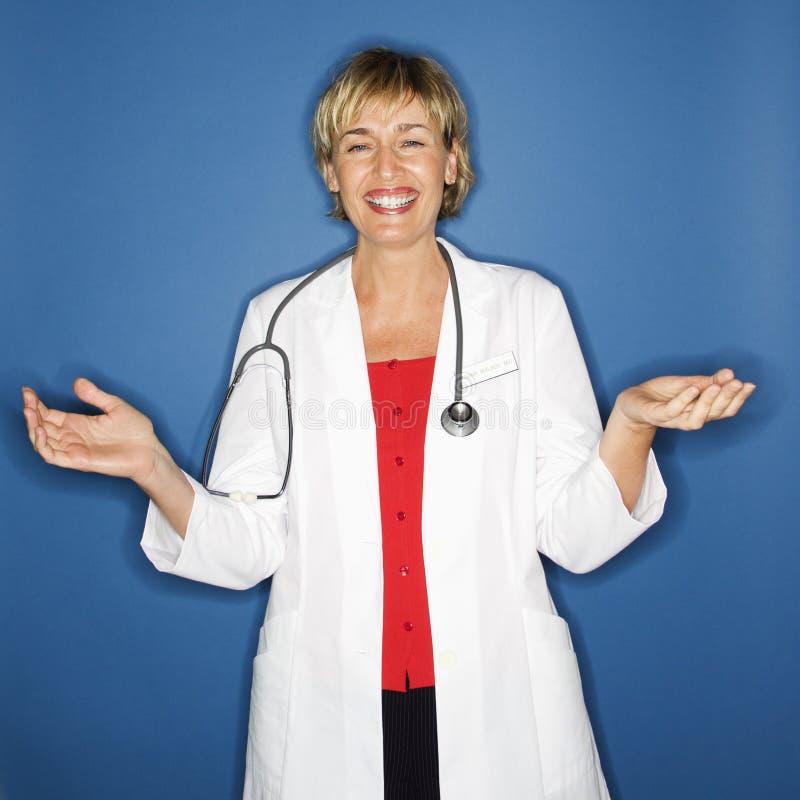 Lächelnder Doktor. stockfotos
