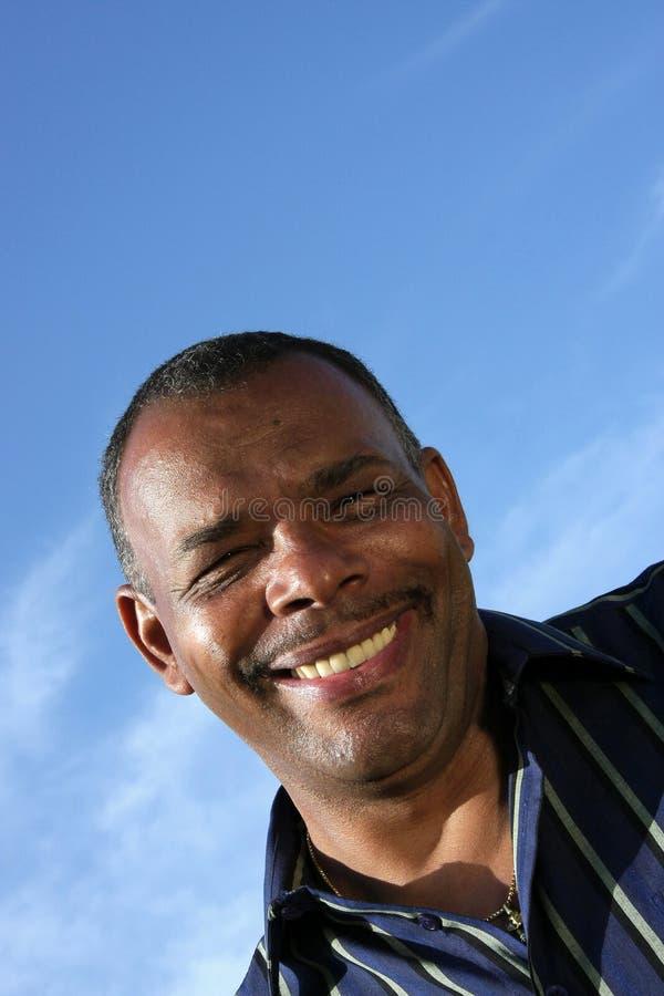Lächelnder fälliger Afrikaner - amerikanischer Mann stockbild
