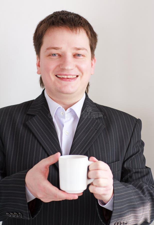 Download Lächelnder Geschäftsmann Mit Cup Stockbild - Bild von kopf, geschäft: 9087397