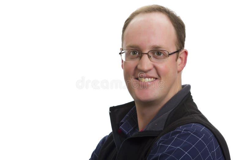 Lächelnder Geschäftsmann mit Gläsern lizenzfreie stockfotografie