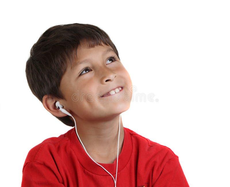Lächelnder glücklicher Junge der Junge mit Kopfhörern stockfoto