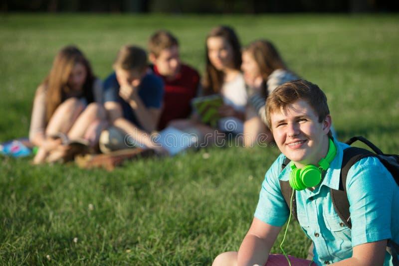 Lächelnder jugendlich Student lizenzfreies stockbild