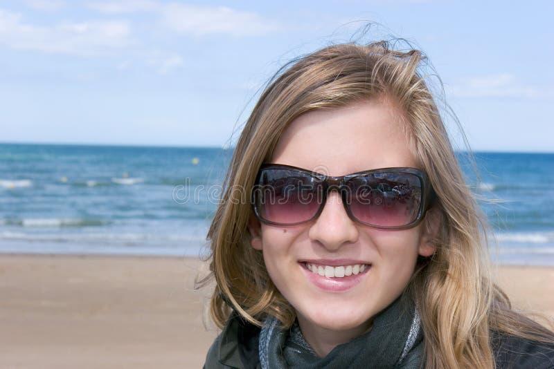 Lächelnder Jugendlicher stockfoto