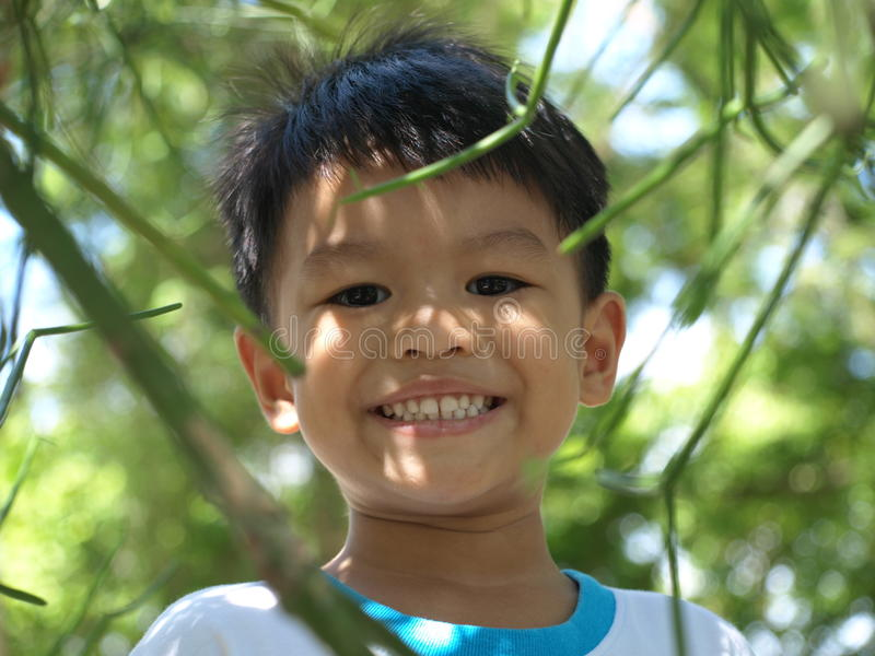 Lächelnder Junge stockbilder