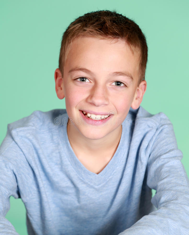 Lächelnder Junge stockfotos