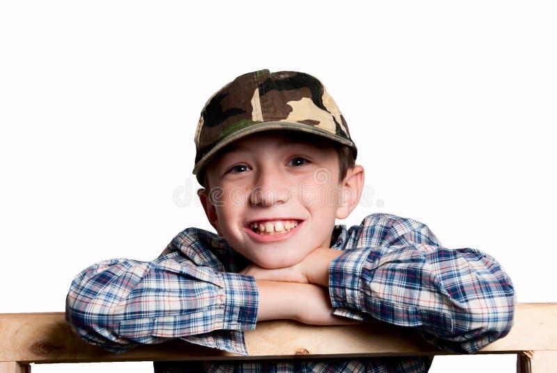 Lächelnder Junge auf weißem Hintergrund I lizenzfreies stockbild