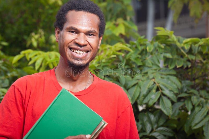 Lächelnder junger Kursteilnehmer von Südostasien lizenzfreies stockfoto