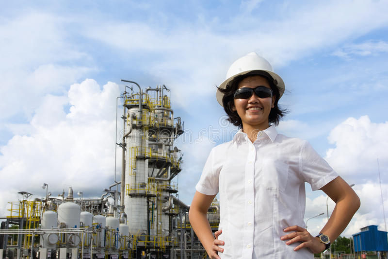 Lächelnder junger weiblicher Ingenieur. lizenzfreie stockfotos