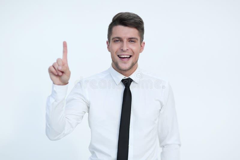Lächelnder Mann, der aufwärts und Betrachten der Kamera zeigt lizenzfreie stockfotografie