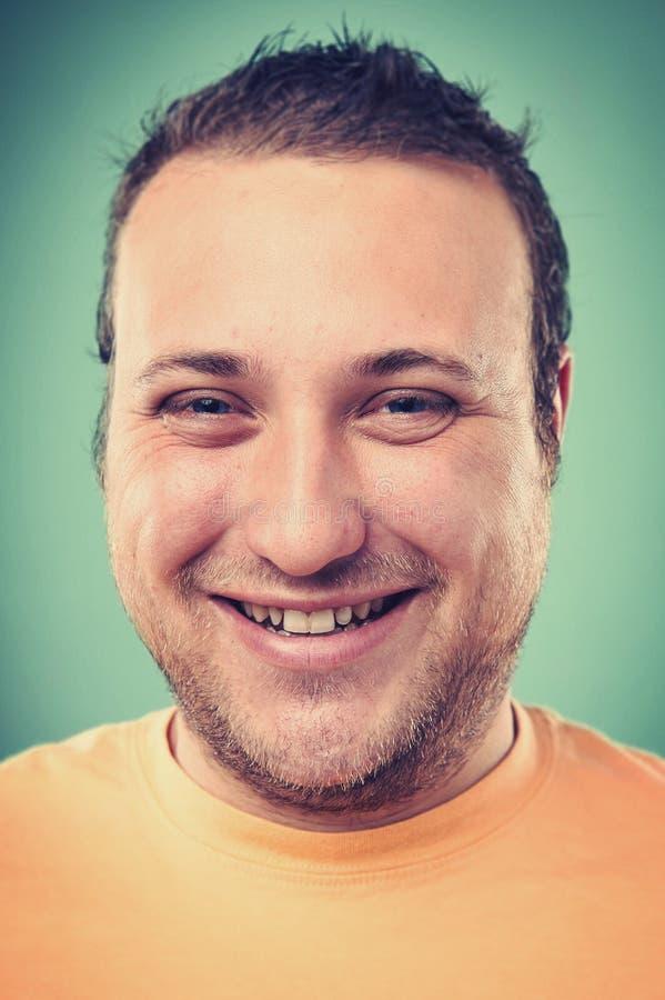 Lächelnder Porträtmann lizenzfreies stockfoto