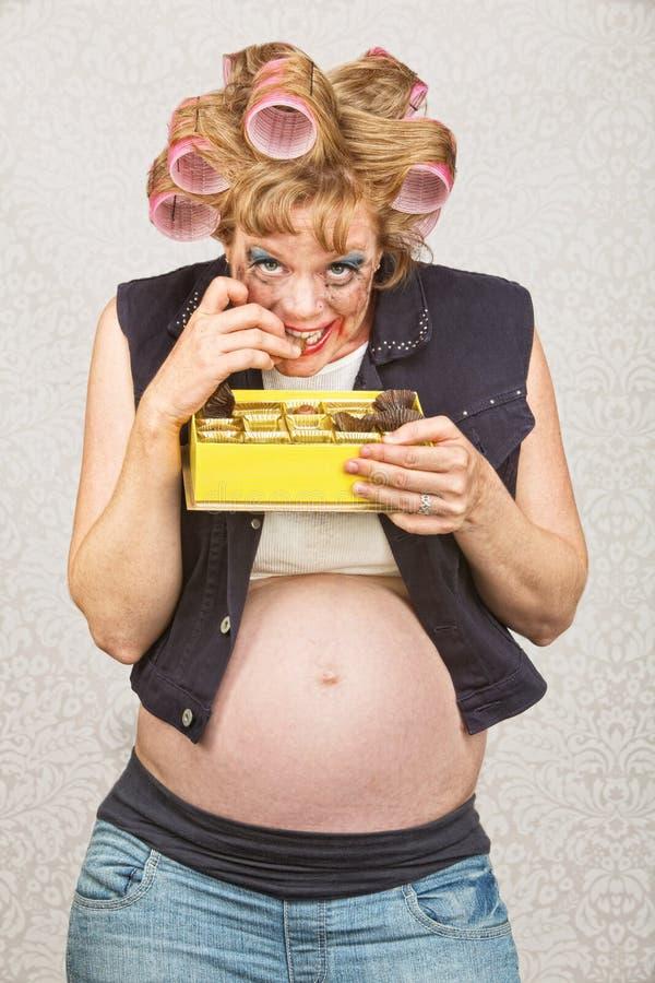 Lächelnder schwangerer Provinzler lizenzfreies stockfoto