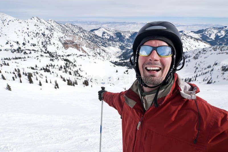 Lächelnder Skifahrer Im Skiparadies Lizenzfreies Stockfoto