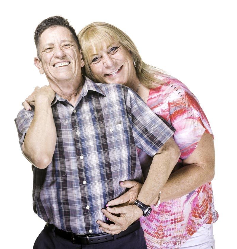 Lächelnder Transgender-Mann und Frau, die nah zusammen aufwerfen stockbild