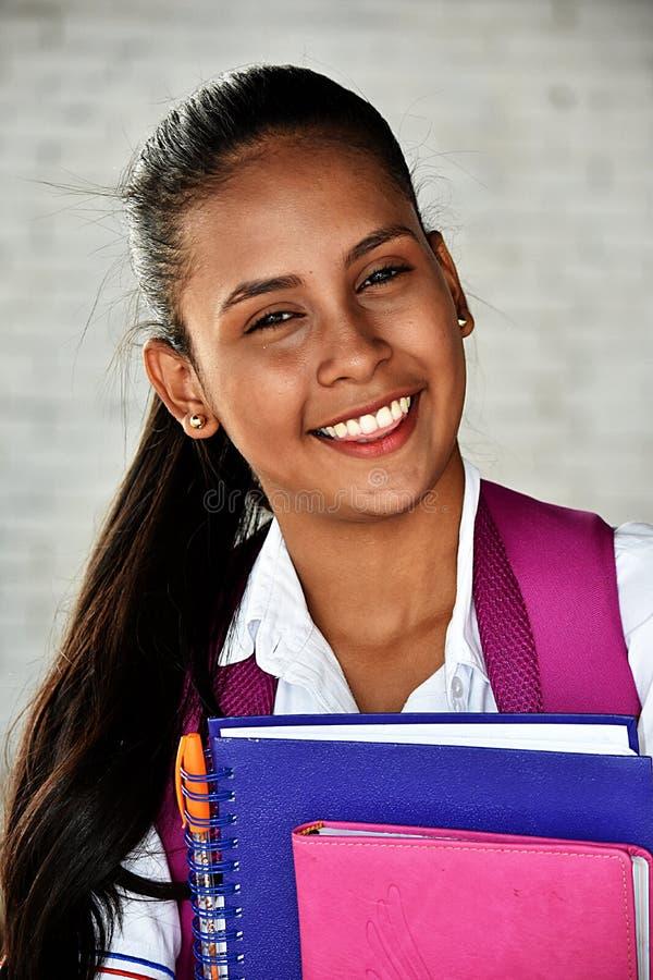 Lächelnder verschiedener Jugendliche-Student lizenzfreie stockfotografie