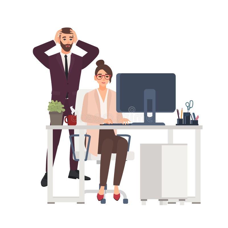 Lächelnder weiblicher Manager, der an Computer im Büro, erschrockener männlicher Chef dazu steht arbeitet Unprofessionelle oder s stock abbildung
