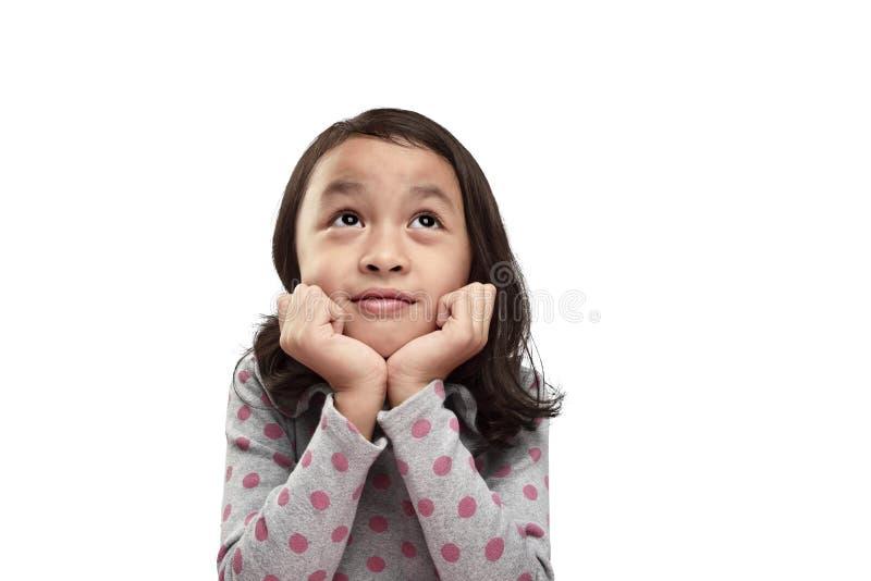 Lächelndes asiatisches kleines Mädchen mit Rollenaugen ist glücklich und aufgeregt stockbild