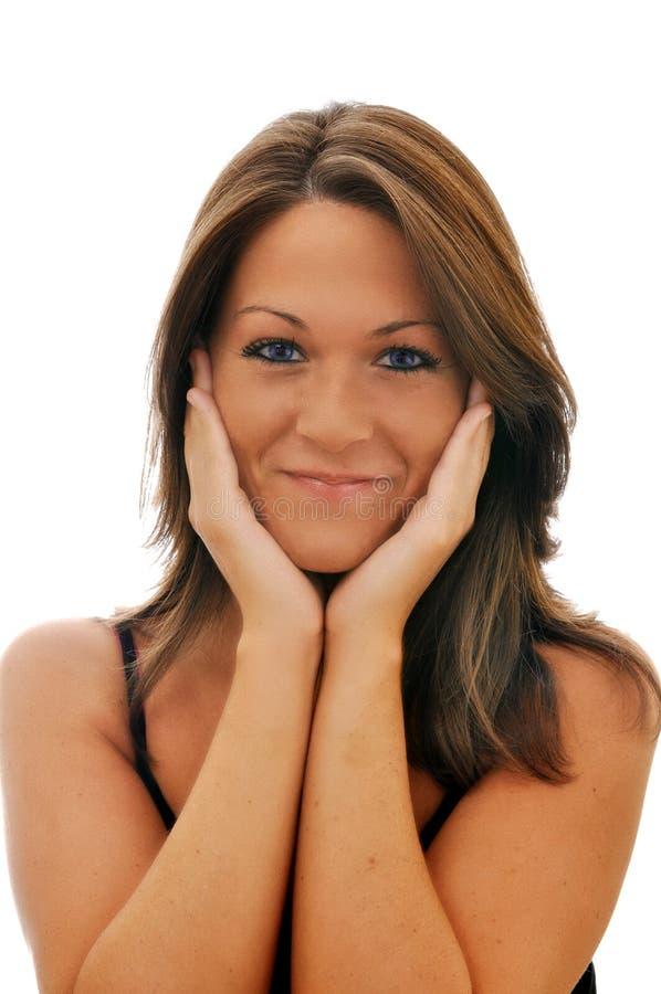 Lächelndes Brunette-Mädchen getrennt stockfoto