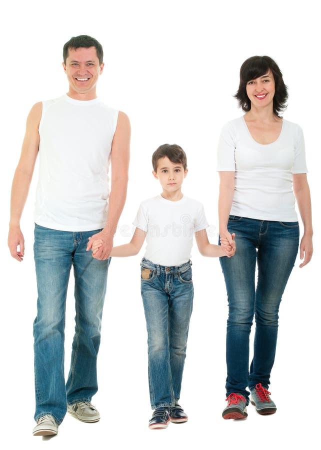 Lächelndes Familiengehen lokalisiert auf Weiß stockbilder