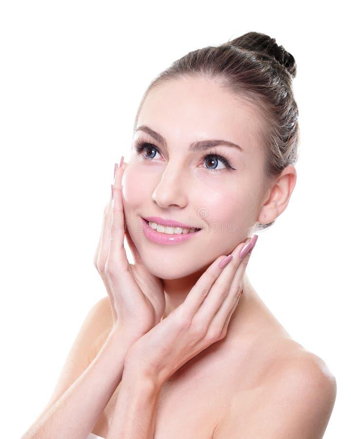 Lächelndes Frauengesicht mit Gesundheit enthäuten und Zähne stockfotos