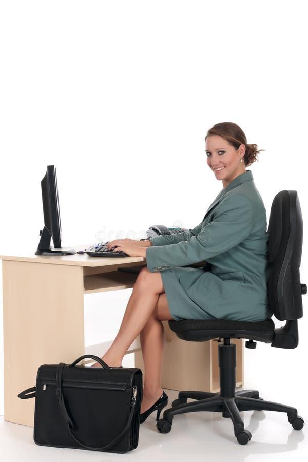 Lächelndes Geschäftsfraubüro stockfotos