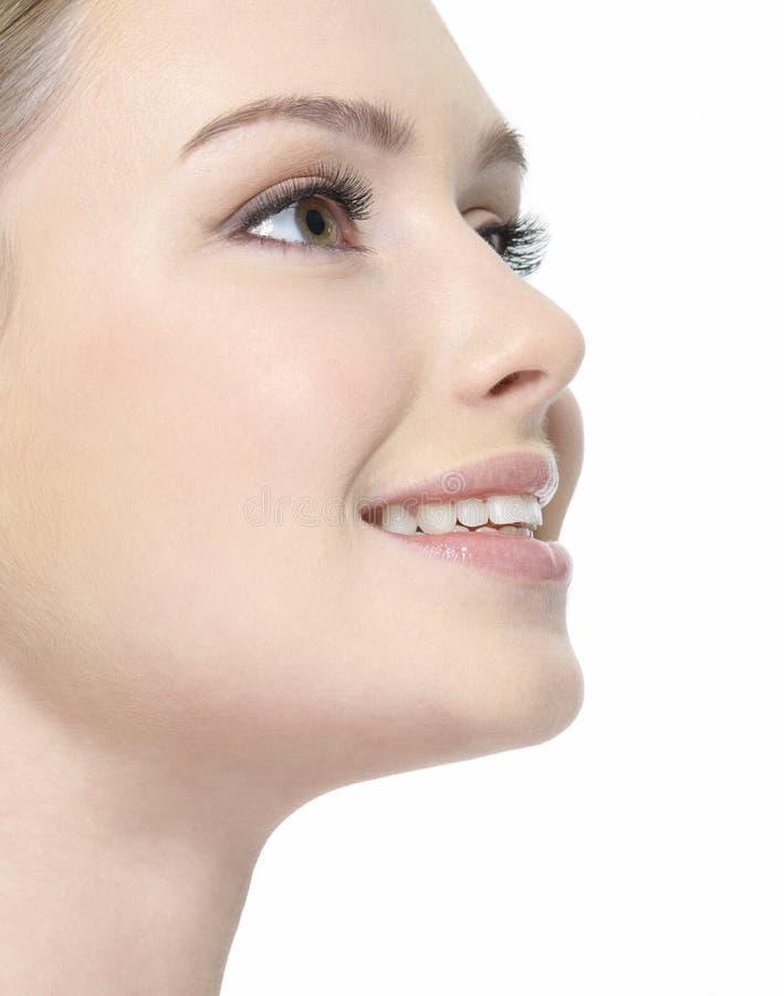 Lächelndes Gesicht der Nahaufnahme der Frau lizenzfreie stockbilder