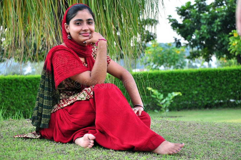 Lächelndes indisches Mädchen lizenzfreie stockfotos