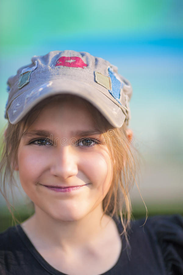 Lächelndes Jugendlich-Mädchen lizenzfreies stockfoto