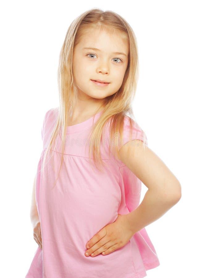 Lächelndes kleines Mädchen auf weißem Hintergrund im Studio stockfotos