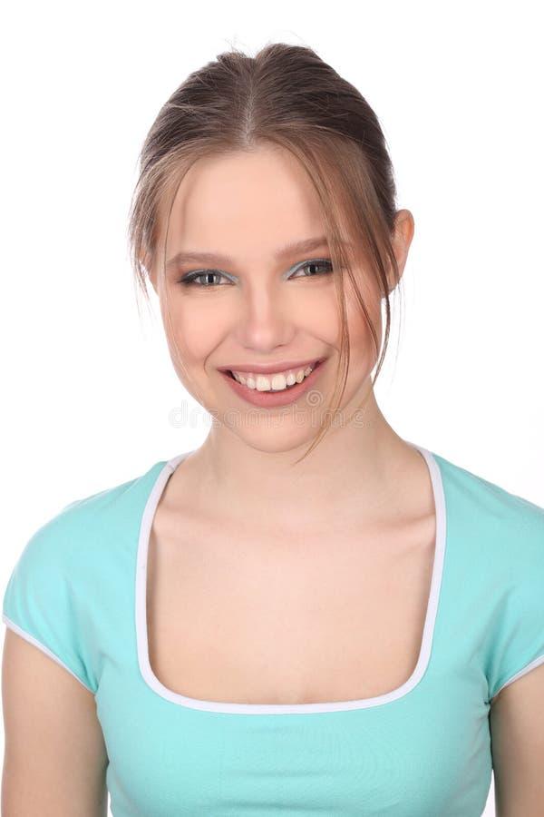 Lächelndes Mädchen, das die Kamera untersucht Abschluss oben Weißer Hintergrund stockfotos