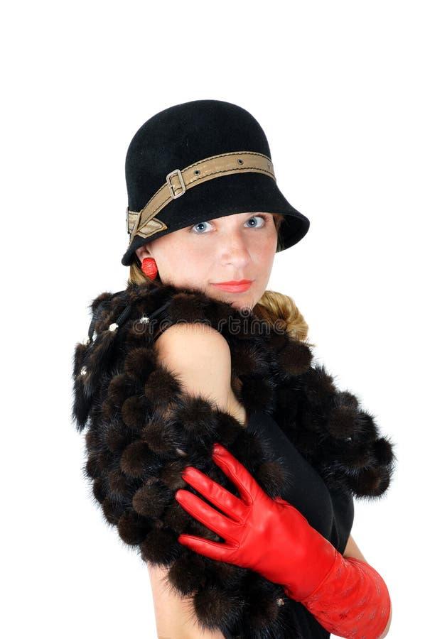 Lächelndes Mädchen im Hut und in den roten Handschuhen stockbilder