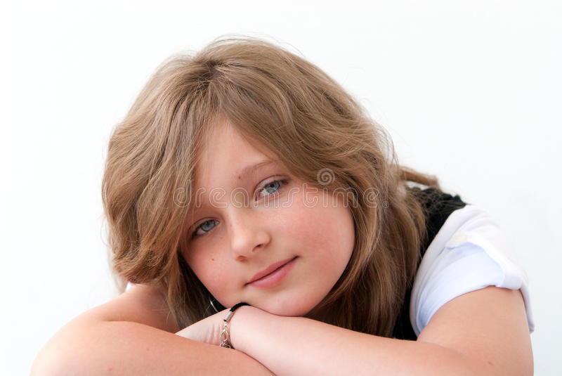 Lächelndes Mädchenportrait stockbild
