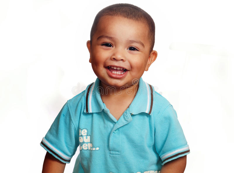 Lächelndes nettes Lächeln des kleinen Jungen stockbild