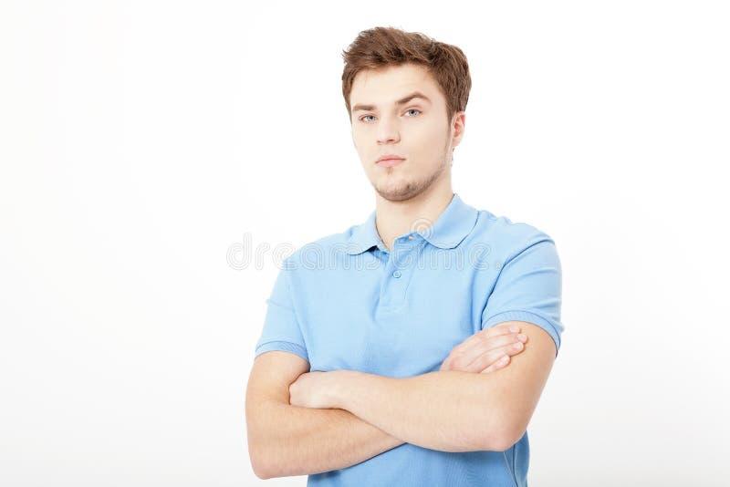 Lächelndes Porträt des jungen Mannes lokalisiert auf weißem Hintergrund Kopieren Sie Platz Spott oben Stattlicher Kerl Sommerhemd lizenzfreies stockfoto