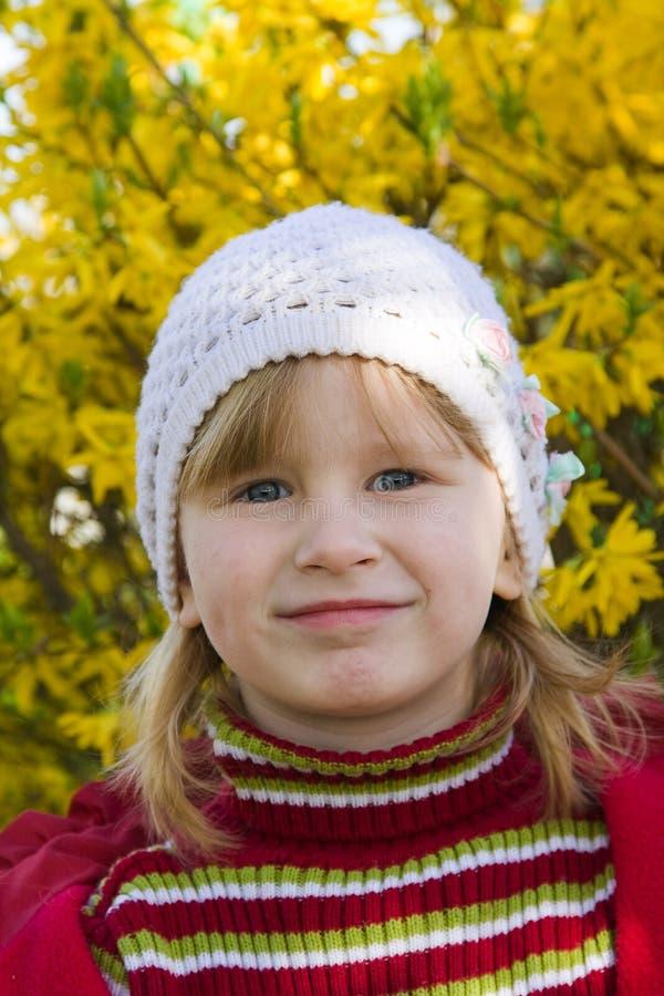 Download Lächelndes Schätzchen stockfoto. Bild von spaß, jung, blick - 9086768