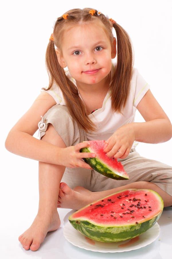 Download Lächelndes Schönes Mädchen, Das Wassermelone Isst Stockbild - Bild von glücklich, gesundheit: 26364943