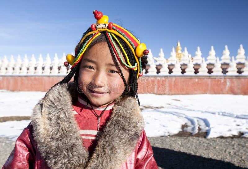 Lächelndes tibetanisches Mädchen stockfotos