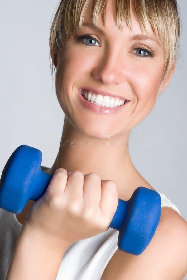 Lächelndes Trainings-Mädchen lizenzfreies stockfoto