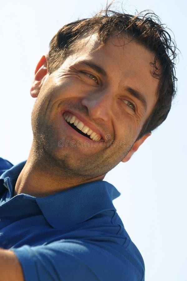 Lächelnportrait eines Mannes stockfotos