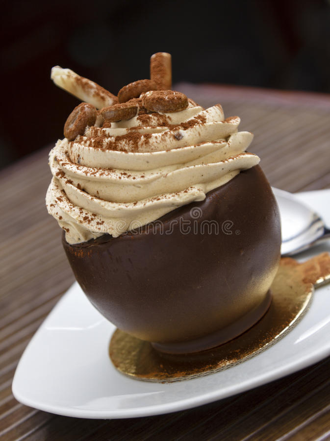 Läcker chokladefterrätt royaltyfria foton