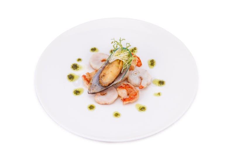 Läcker förberedda ny lagad mat räka och mussla att äta royaltyfri fotografi