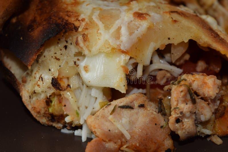 Läcker feg sandwitch med fransmansmåfiskar och sås arkivfoto