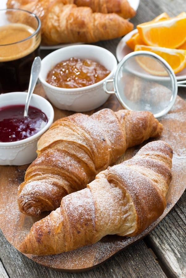 Läcker frukost med nya giffel, lodlinje, närbild arkivbild