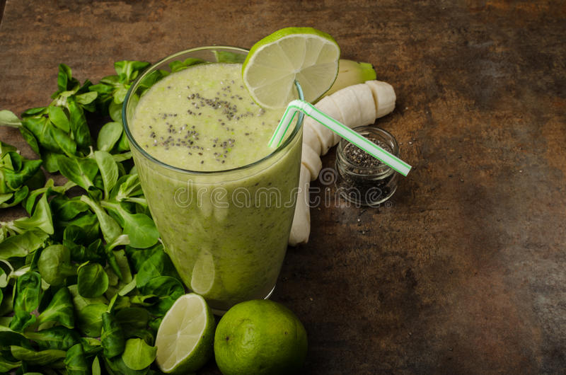 Läcker grön smoothie royaltyfri bild