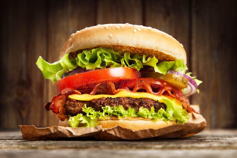 läcker hamburgare arkivbilder