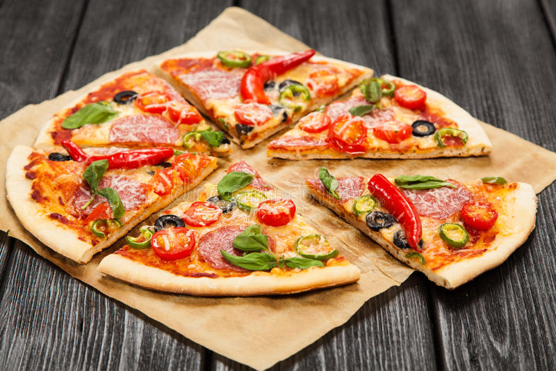 Läcker hem- gjord pizza royaltyfria bilder