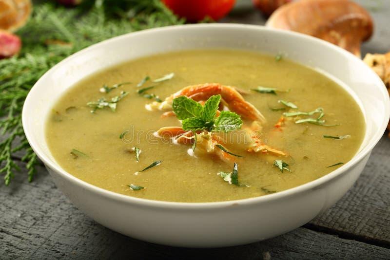 läcker hemlagad soppa för havsmat arkivfoton